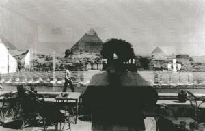©Denis Roche,<br /> « 23 mars 1981. Gizeh, Égypte. The Sphinx House. » Courtesy Galerie Le Réverbère, Lyon